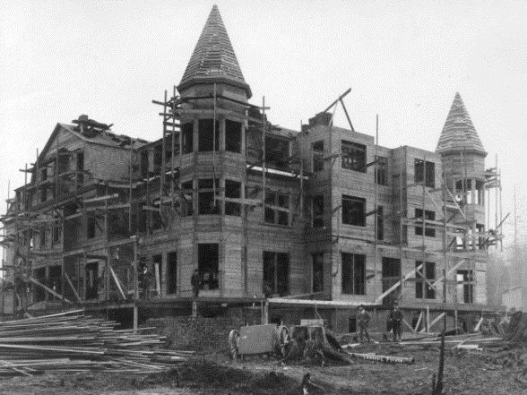 Black and white photo of the Monte Cristo hotel under construction